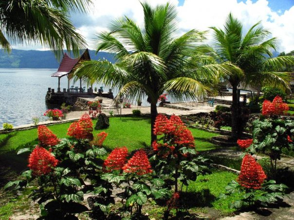 Lekjon Cottages Private Beach on Lake Toba
