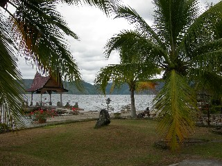 Garden View of Lekjon Cottages Lake Toba